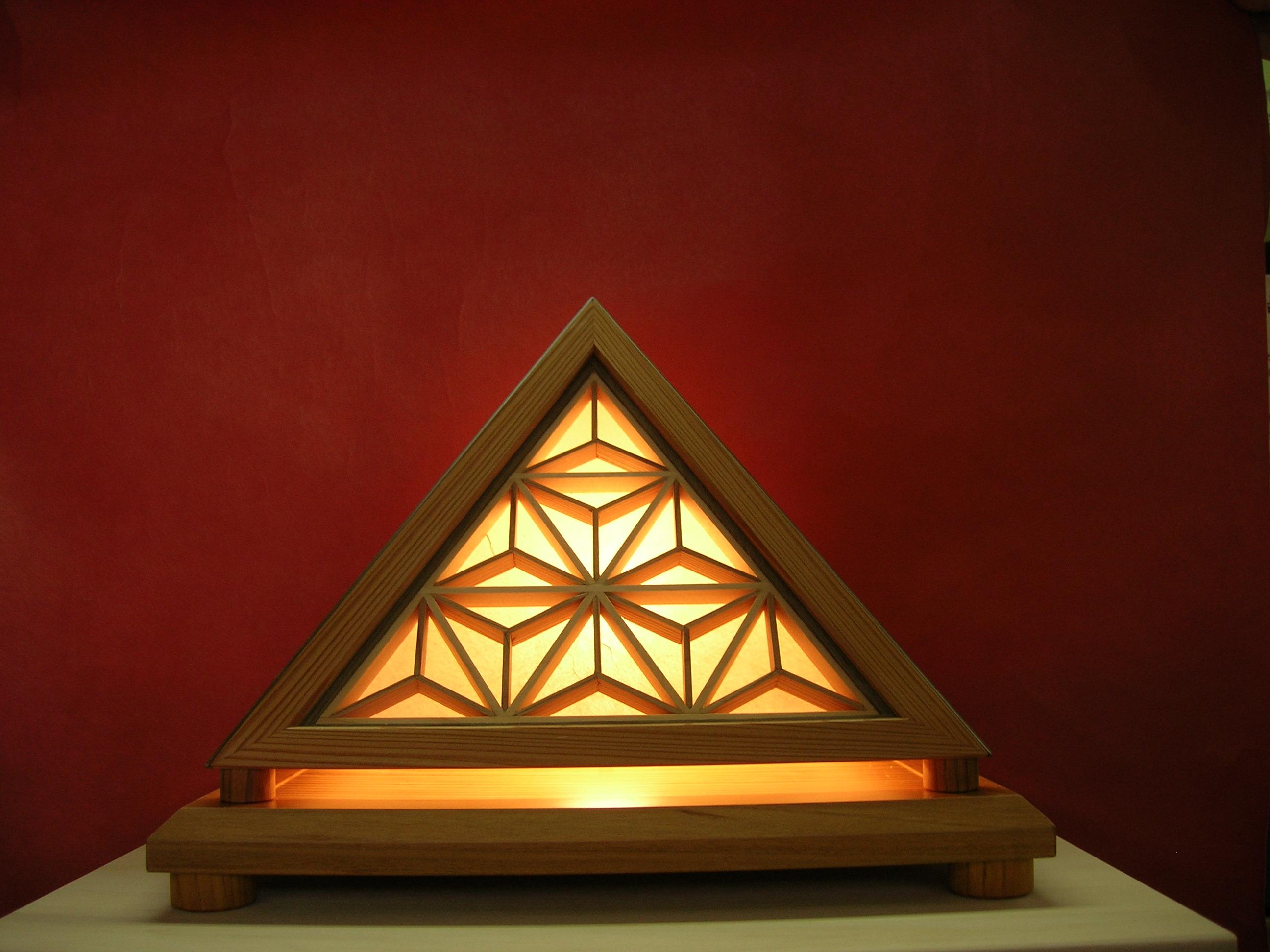 組子入りピラミッド行灯